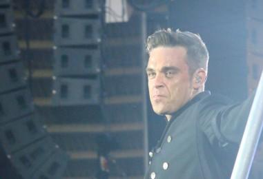 Robbie Williams Beograd pozdravio sa: 'Zagreb, dobro večer'
