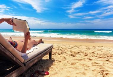 10 idealnih knjiga za čitanje na plaži!