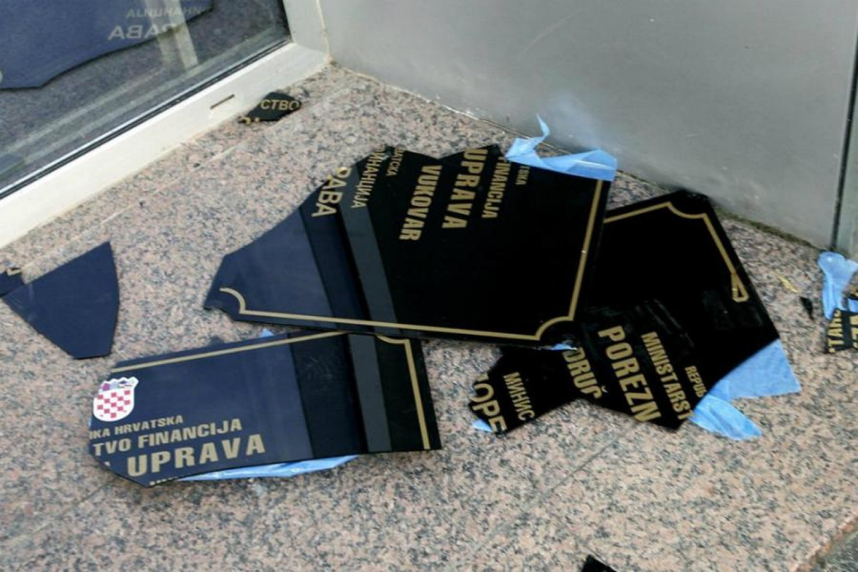 Vukovarske dvojeznične ploče odlaze u povijest