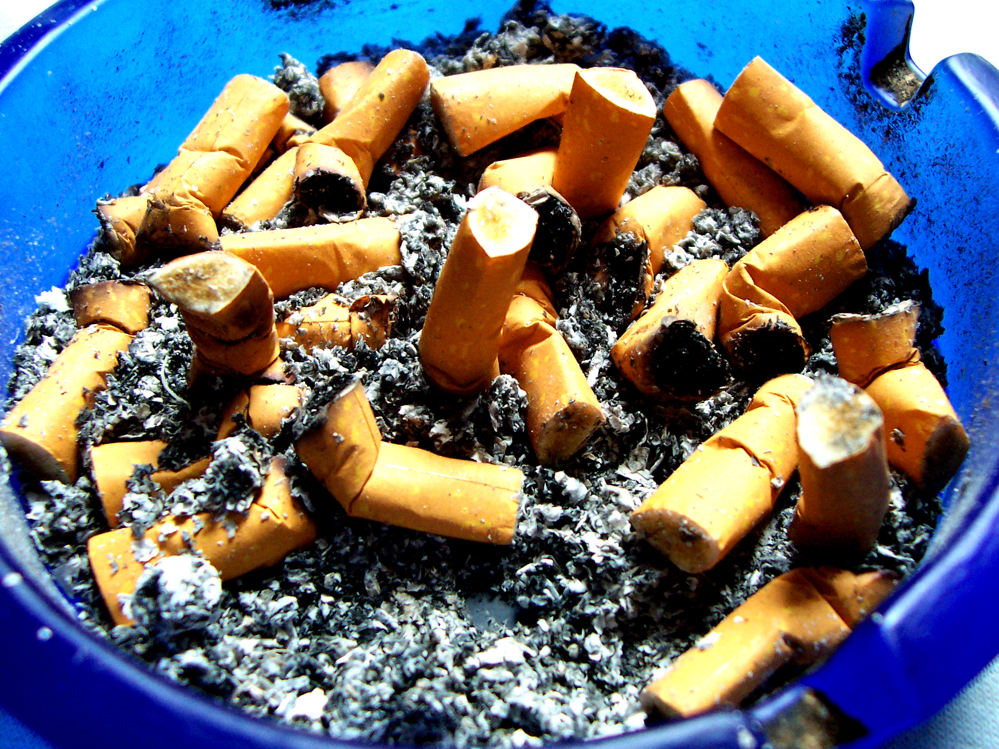 pušenje velikih usana pic mlade crne pičke