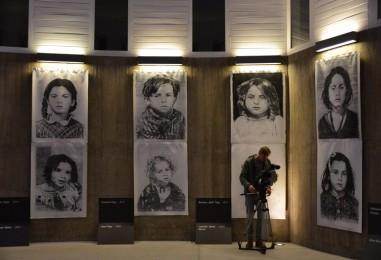 """Otvorenje izložbe """"Crtežom protiv zaborava"""" za djecu žrtve Auschwitza"""
