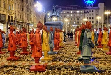 Figure kineskih vojnika na glavnom zagrebačkom trgu