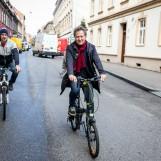 """Biciklistička karavana centrom grada najavljuje film """"Bicikli protiv automobila"""""""
