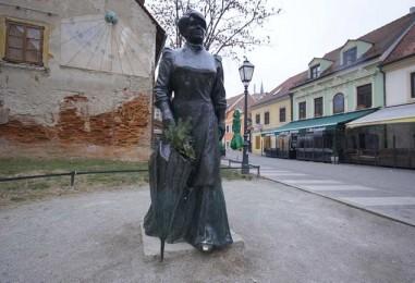 Na trgu se slavi rođendan Marije Jurić Zagorke