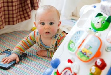 Počinju isplate novčane pomoći za novorođeno dijete