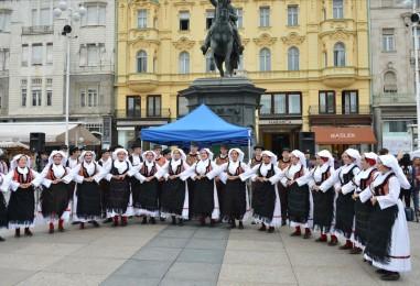 Manifestacija 3. Dani Slavonije u Zagrebu na Trgu bana Josipa Jelačića