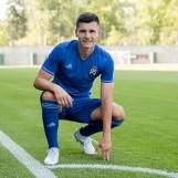 Dinamo predstavio novi dres i oduševio navijače!