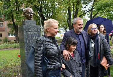 Bista Ive Lole Ribara vraćena u park na uglu Prilaza baruna Filipovića i Selske ulice