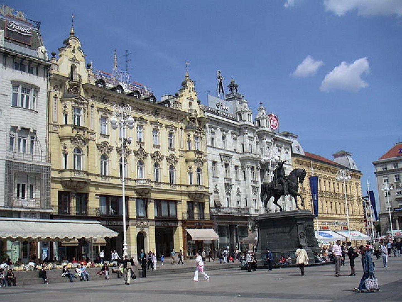 Najbolji hrvatski tamburaši na Trgu bana Jelačića sviraju vaterpolistima u čast