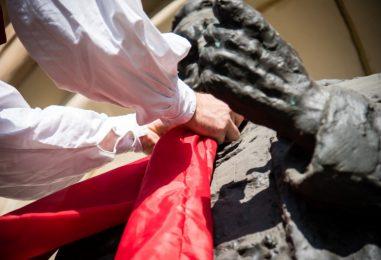Skidanjem kravata sa zagrebačkih spomenika službeno zatvoren festival Dani kravate