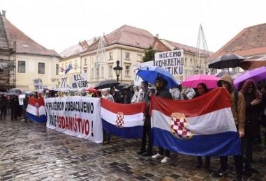 Zašto hrvatski mediji skrivaju da se zbio veliki prosvjed u centru zagreba?!