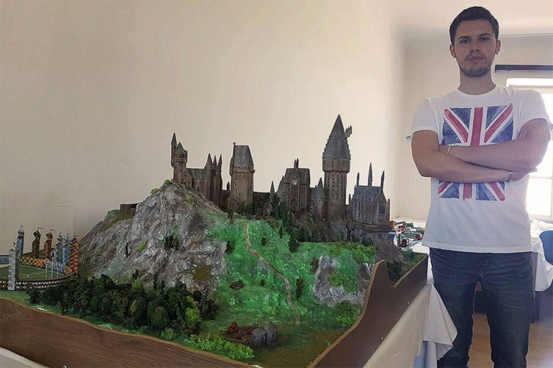 Na Sferakonu velika maketa Hogwartsa i 30 originalnih štapića iz Harryja Pottera