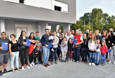 Osamnaest obitelji dobilo ključeve stana u Podbrežju