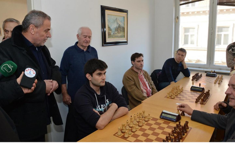 Bandić otvorio novogodišnje brzopotezni šahovski turnir u čast Miji Udovičiću