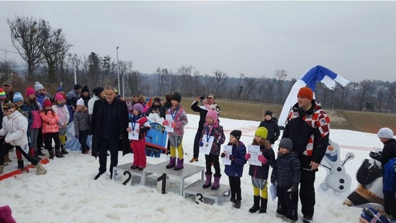 Na livadi na Cmroku prvi puta održano natjecanje u skijaškom trčanju
