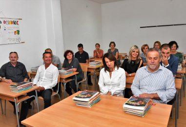 POVRĐENO, KNJIGE ČEKAJU NA KLUPAMA: Grad Zagreb osigurao besplatne udžbenike za sve učenike