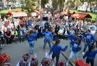 Na Zrinjevcu održan 13. Gerontološki tulum, priključio se i gradonačelnik Bandić