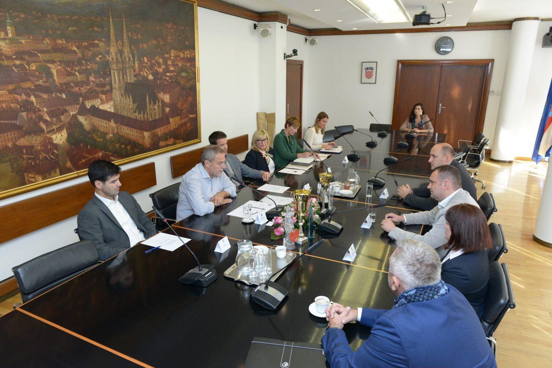 NISU SAMO AUTO REGISTRACIJE POVEZNICA: Zagreb i Daruvar potpisali Povelju o suradnji