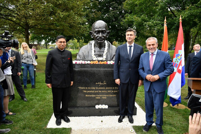 Veleposlanstvo Indije darovalo Zagrebu brončanu bistu MAHATME GANDHIJA; postavljena je na Bundeku