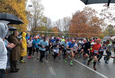 Kiša i tmurno vrijeme nije omelo više od tisuću trkača da na Jarunu otrče polumaraton, ili kraću utrku