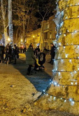 OTVOREN ADVENT U ZAGREBU Izvedbom baletne predstave Orašar otvoren je i Ledeni park na Tomislavcu