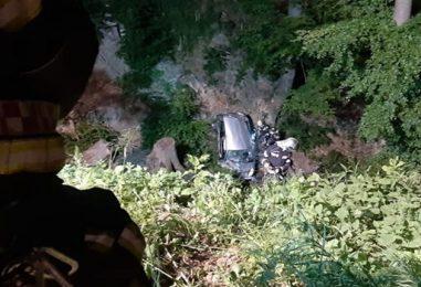 Autom sletjeli u provaliju duboku 30 metara, spasili ih vatrogasci i HGSS