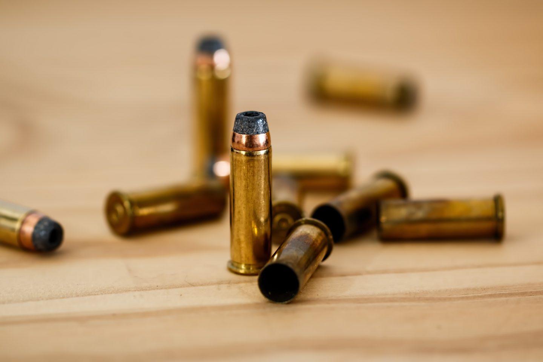 S balkona stana bacio suzavac, a u stanu mu policija pronašla razno streljivo