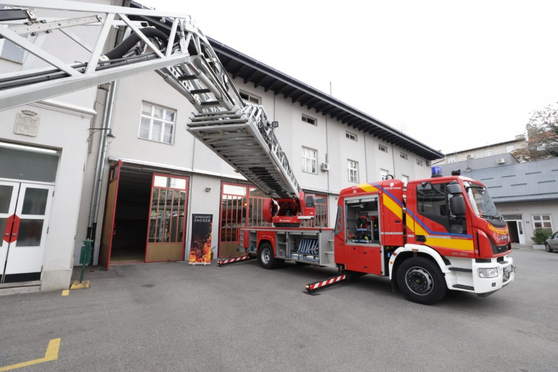 Primopredaja vatrogasnog vozila za spašavanje s visina